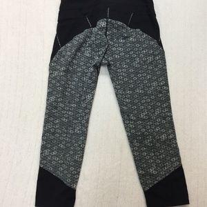 Athleta Pants - ATHLETA black honeycomb connect capri